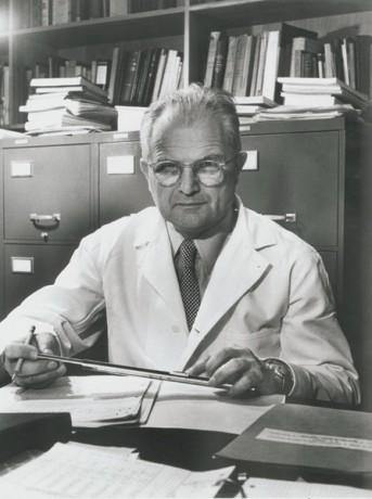 Milislav Demerec, aisló siete cepas de fagos del drenaje de Nueva York.