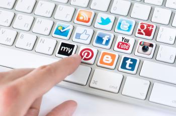La complejidad de las redes sociales también hace posible investigarlas desde el punto de vista de la propagación de información.