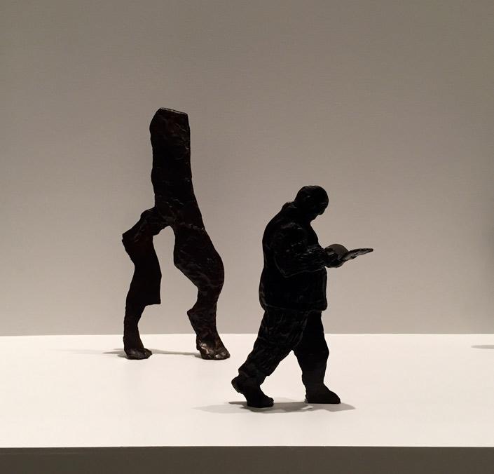 Procesión, 1999-2000. Serie de 25 figuras en bronce. Dimensiones variables entre 40 x 27.9 x 26.9 cm.