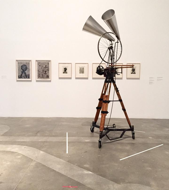 Rueda de bicicleta, 2012. Técnica mixta. 260 x 100 x 100 cm. Colección del artista.