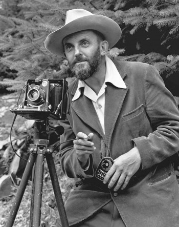 Ansel Adams y su cámara