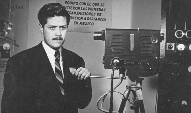 Guillermo González Camarena patentó en México y EEUU un adaptador que, permitía la transmisión de escenas a colores.