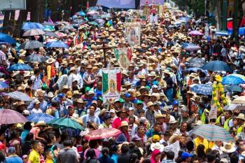 30721074. México, D.F.- En las primeras horas de este domingo arribó a la Basílica de Guadalupe un contingente de peregrinos, de un total de 100 mil fieles procedentes de la Diócesis de Querétaro, en una demostración de fe hacia la Guadalupana NOTIMEX/FOTO/NICOLAS TAVIRA/NTA/REL/