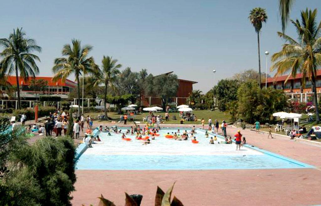 Imagínese usted en una alberca del balneario de Oaxtepec...