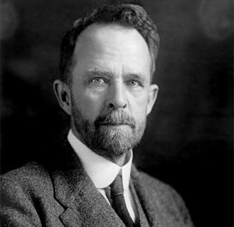 Thomas H. Morgan, genetista estadounidense que estudió la historia natural, zoología, y macromutación en la mosca de la fruta.