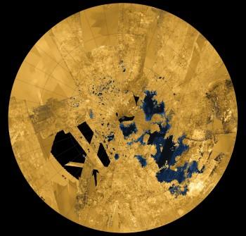 Figura 3: Tierras y lagos, imagen sonda Cassini.