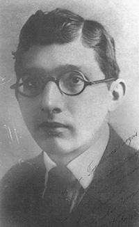 México también tuvo su genio del ajedrez, el yucateco Carlos Torre Repetto. Nació en Mérida en1904, y aprendió a jugar a los 6