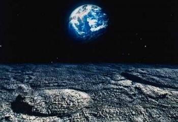 Así como la luna causa la marea en la Tierra, la Tierra causa las mareas en la luna