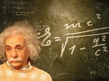 """Albert Einstein: """"toda nuestra ciencia, comparada con la realidad, es primitiva e infantil… y aún así, es la cosa más preciosa que tenemos"""""""