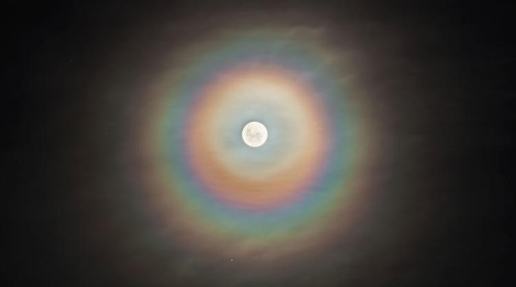 Figura 2. Corona lunar. Nasa: Planetario de la Plata © Sergio Montufar
