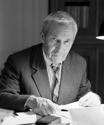 Andréi Nikoláyevich Kolmogórov, matemático soviético que hizo progresos importantes en los campos de la teoría de la probabilidad y de la topología; trabajó en lógica constructivista; en las series de Fourier; en turbulencias y mecánica clásica.