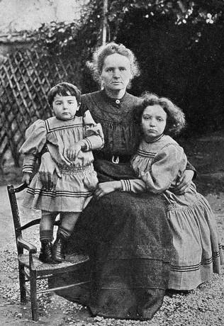 Eve,_Marie,_Irene_Curie_1908