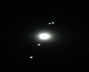Figura 4. Los 4 satélites Mediceos de Júpiter, que descubrió con la ayuda de su cannochiale