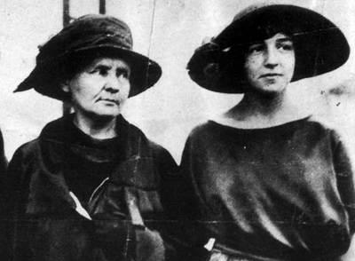 Eva Curie con su madre